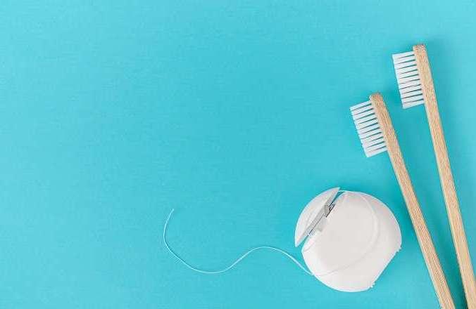 ¿Sangras al usar seda dental?